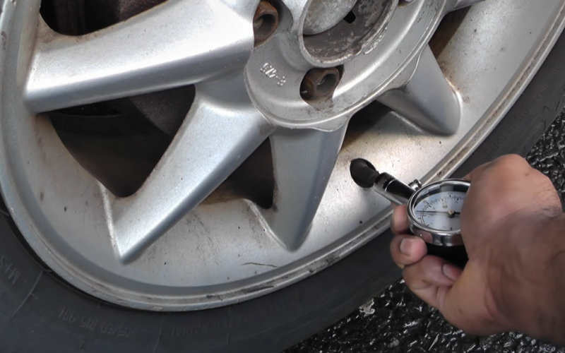 reading your tire pressure using a dial gauge